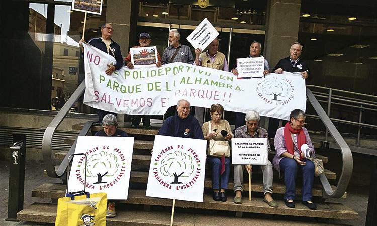 Més de 6.000 firmes contra el poliesportiu a l'Alhambra