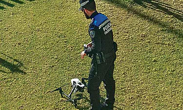 La policia de Castelldefels impulsa un estudi per treballar amb drons