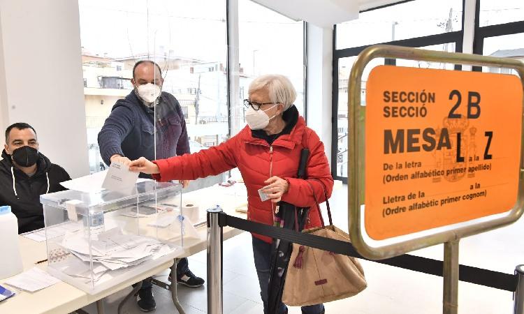 Castelldefels aposta pel PSC amb Vox de tercera força