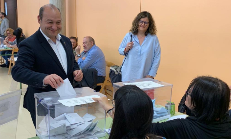 El PSC aconsegueix la majoria absoluta a Viladecans