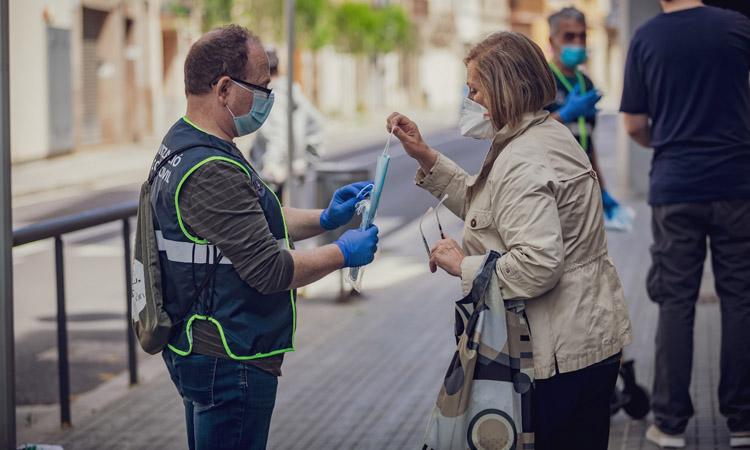 El Prat augmenta el repartiment de mascaretes