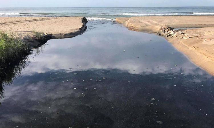 Salvem l'Olla del Rei denuncia la pitjor contaminació de l'aigua de la platja que ha patit Castelldefels