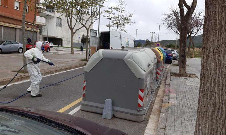 Els serveis de neteja de Viladecans intensifiquen la desinfecció dels edificis amb més activitat