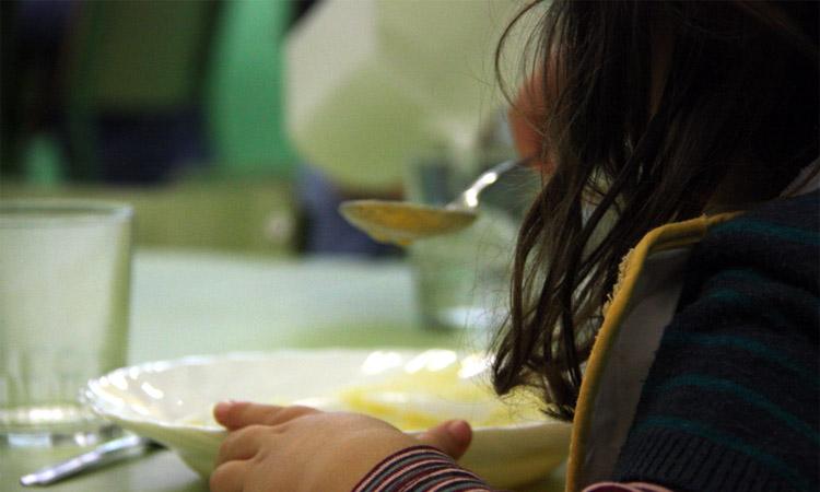 Gavà comença a repartir les targetes moneder per les beques menjador