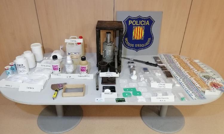 Els Mossos desmantellen un punt de venda de cocaïna a Viladecans