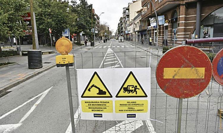 Els comerciants protesten pel retard en les obres de la C-245