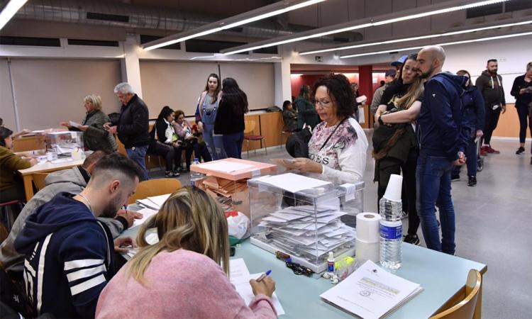 El PSC guanya a Castelldefels però perd suports