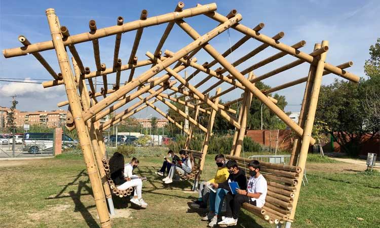 L'Institut Josep Lluís Sert de Castelldefels farà classe als nous bancs del pati