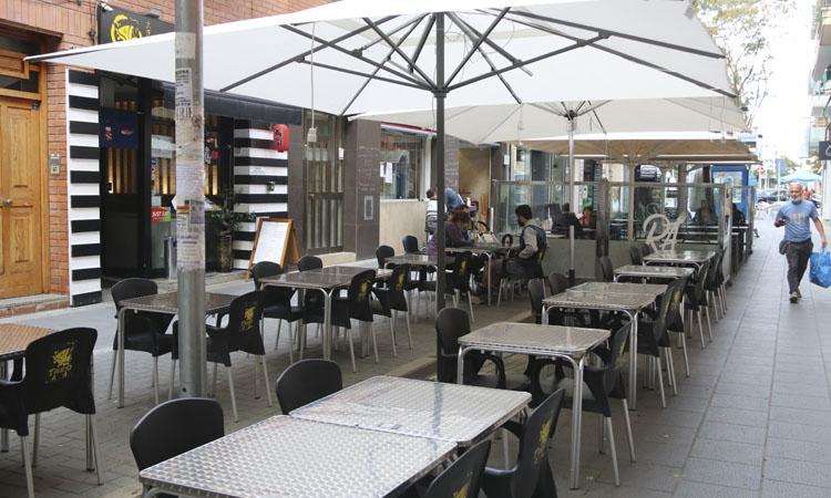Els restauradors de Castelldefels s'oposen al tancament
