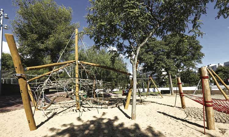 Els infants ja poden tornar a jugar als parcs infantils de Gavà