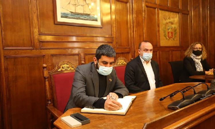 L'atur i els joves sense llar, prioritats en la visita d'El Homrani al Masnou