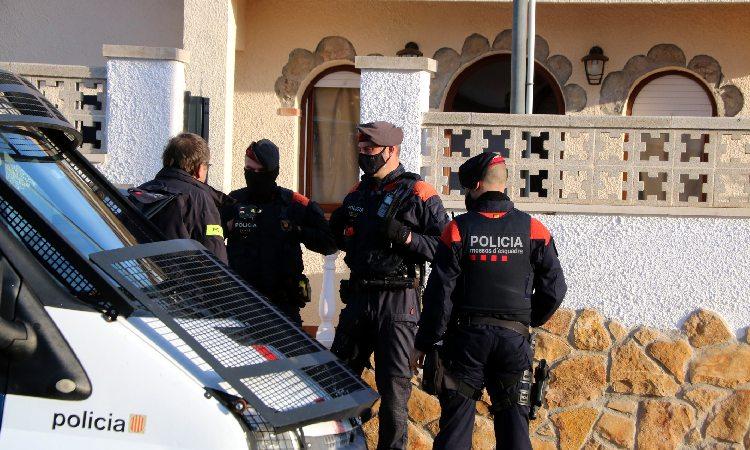 Detinguts dos joves per robar en un pis i ferir dues persones al Masnou