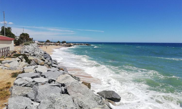 El Baix Maresme blinda les platges per la revetlla de Sant Joan