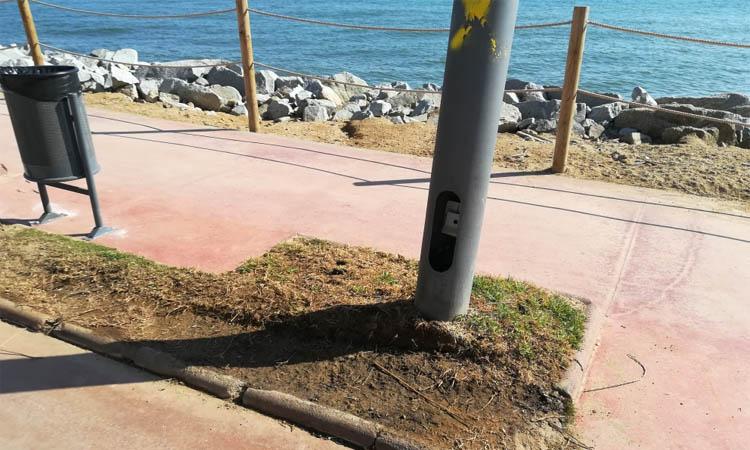 Front comú de l'oposició de Vilassar de Mar per aturar la substitució de la gespa del passeig marítim per formigó
