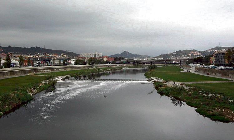 Les entitats de Santa Coloma aposten per la gestió pública de l'aigua
