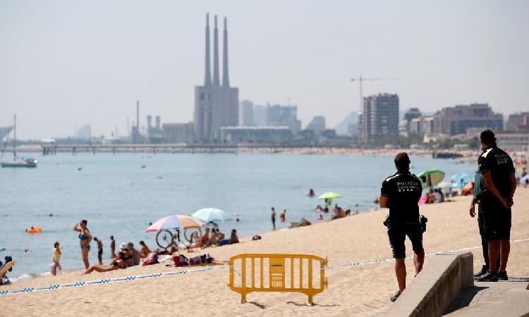 Albiol demana a Colau coordinació per evitar aglomeracions de nit a les platges
