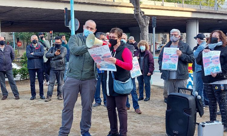 Concentració de protesta per l'obertura del nou bingo a Llefià