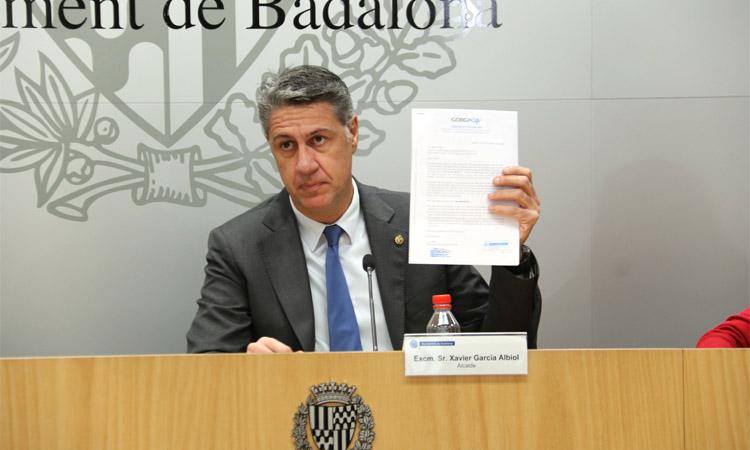 Albiol respon a l'oposició amb un informe que li dona majoria en unes hipotètiques eleccions
