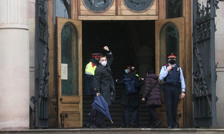 La pluja no frena la concentració de suport pel judici contra Marcel Vivet