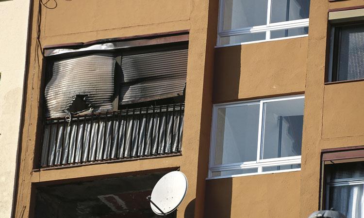L'odissea dels veïns del bloc incendiat al barri de Sant Roc