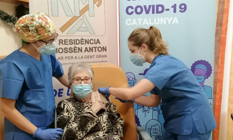 La Mossèn Anton, primera residència vacunada a Sant Adrià
