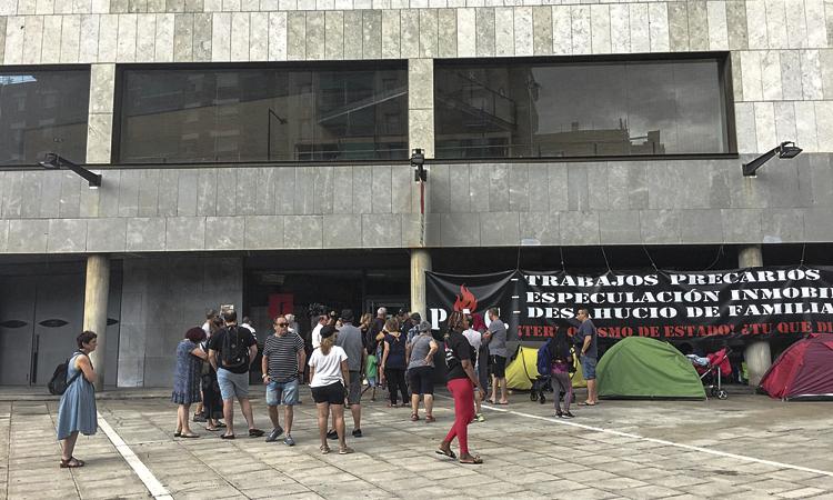 Critiquen la gestió municipal de l'acampada de Badalona