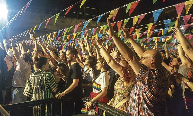 Santa Coloma desborda Mas Fonollar amb orgull LGTBI