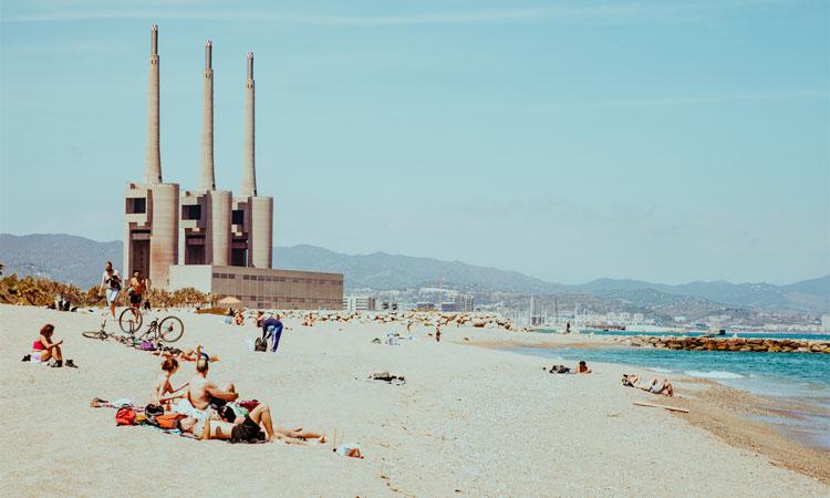 Estudien restringir el bany a la platja del Fòrum de Sant Adrià per la pandèmia