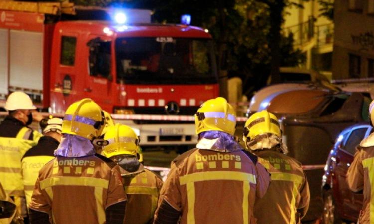 Mor un home en precipitar-se des del balcó per l'incendi en un pis de Sant Roc