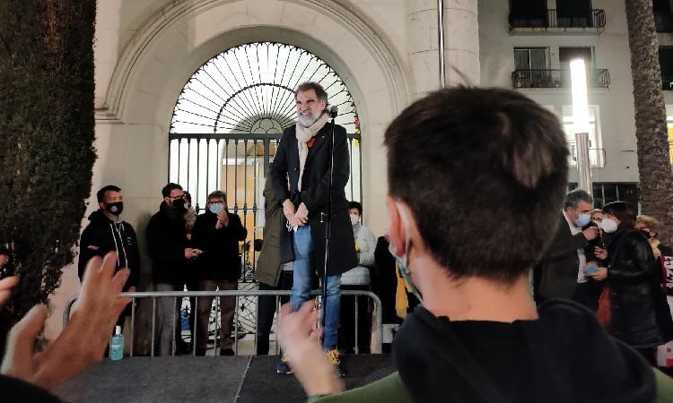 Cuixart, protagonista de la concentració a la plaça de la Vila de Badalona