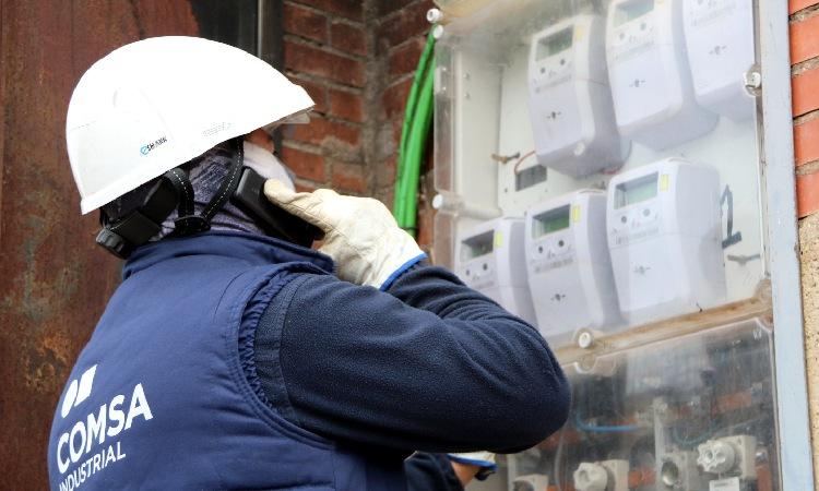 Regularització de contractes de llum en diversos blocs de la Mina