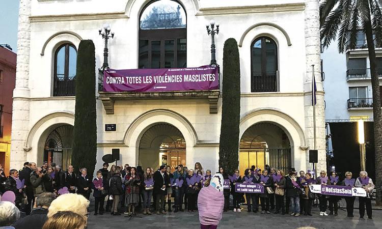 Lliures, segures i combatives: el Barcelonès Nord commemora el 25N