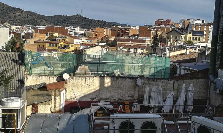 L'enderroc de Cal Coronel a Santa Coloma no s'atura malgrat les protestes