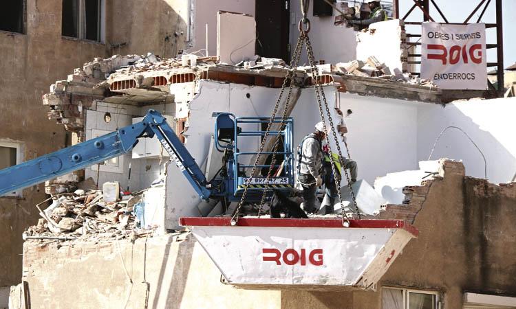 S'esfondra una part de l'edifici de la Salut afectat per aluminosi