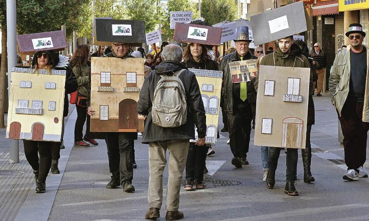 Salvem la Ciutat Vella surt al carrer a Santa Coloma per defensar el patrimoni