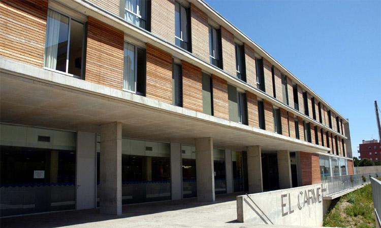 Suspeses les visites al Centre Sociosanitari El Carme per un brot amb 17 nous positius