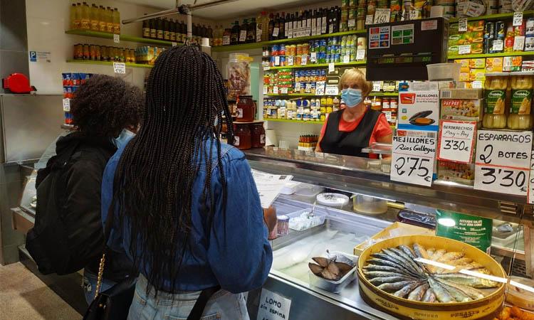 Una nova generació per omplir de vida els mercats de Santa Coloma