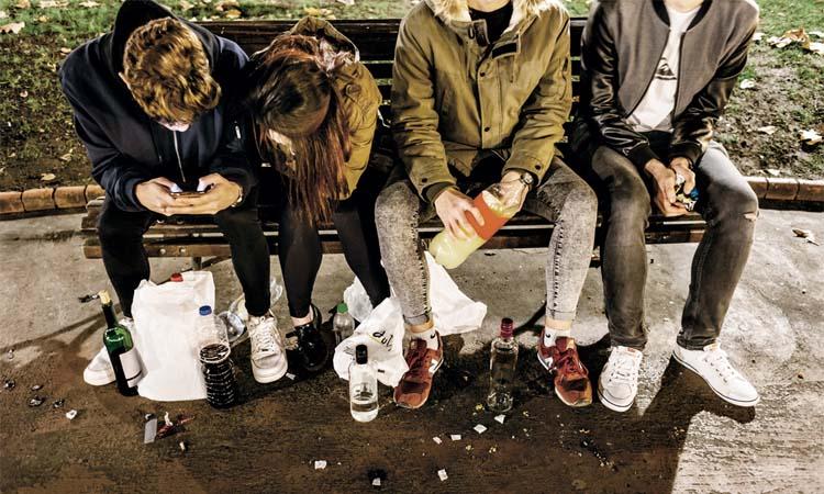 La policia identifica 43 joves a Tiana per fer 'botellón' i desmantella tres festes il·legals