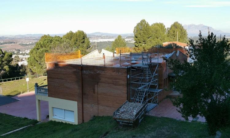 L'escola vella de Castellví, més a prop de ser un centre social amb piscina