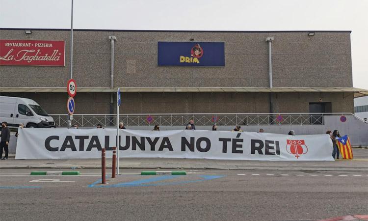 Protesta aigualida contra la visita de Felip VI a la Seat