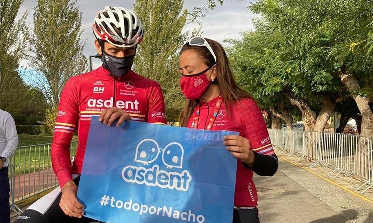 Pedalades solidàries: Isra Núñez participa a 'La Vuelta de Eva'