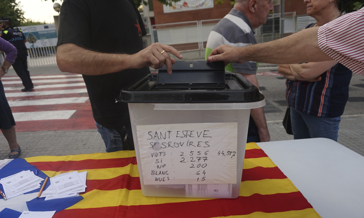 Sant Esteve reviu l'1-O tornant a votar i recordant les càrregues policials