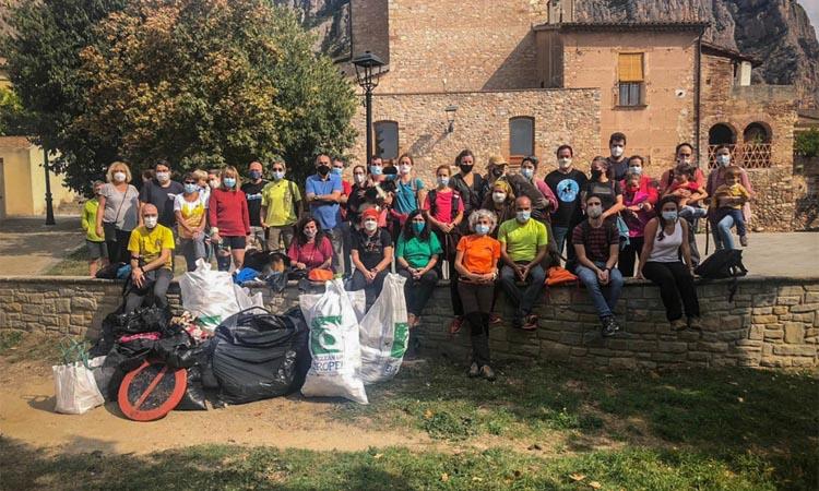 Una quarantena de veïns surten a netejar Collbató