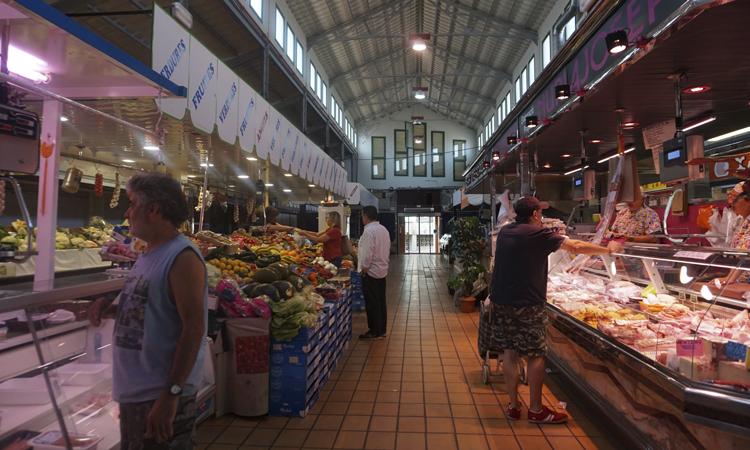 Un adeu des de dins al mercat centenari d'Esparreguera