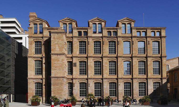 Ca l'Aranyó: una fàbrica tèxtil, ara universitat