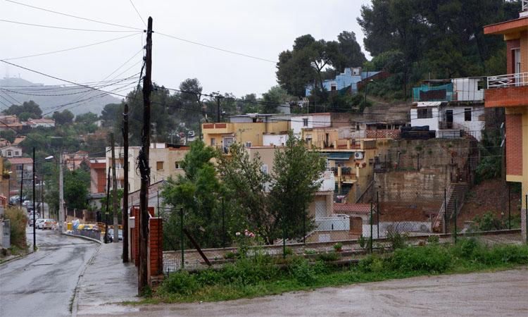 Veïns de Torre Baró denuncien que pateixen talls de llum diaris