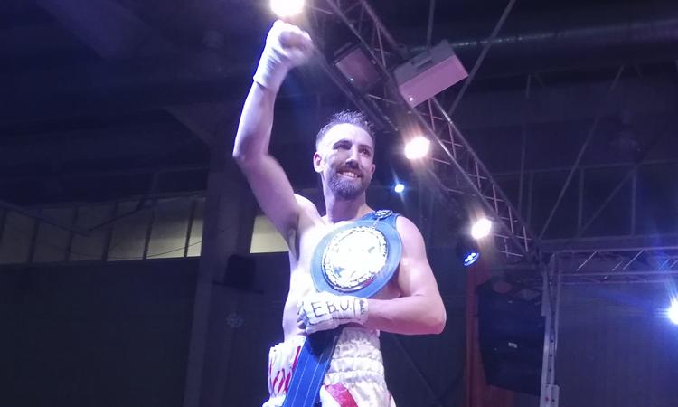 El campió de la Prosperitat: Sandor Martín, rei europeu de la boxa