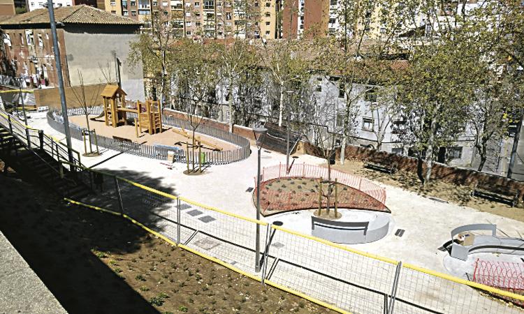 Obre la nova plaça Olof Palme