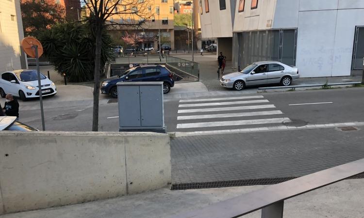 Demanen de nou que s'obri l'aparcament de la plaça dels Eucaliptus