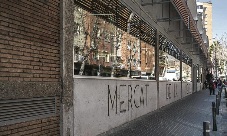 Arrenca la reforma de la façana principal del mercat de la Mercè
